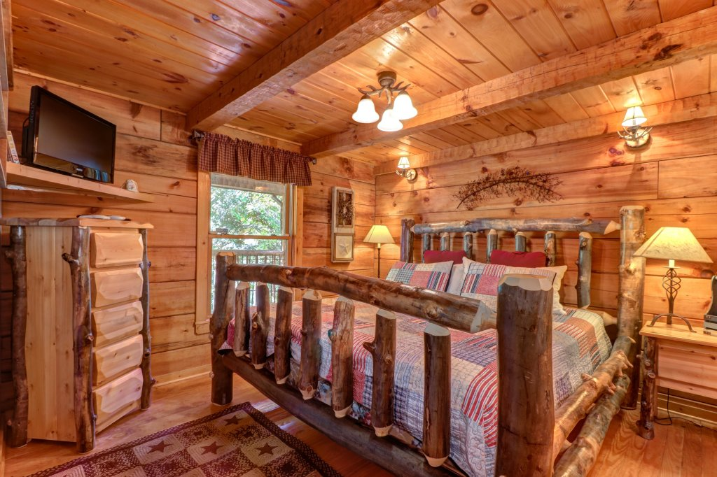 Photo of a Gatlinburg Cabin named Beartracks Bungalow - This is the fourteenth photo in the set.