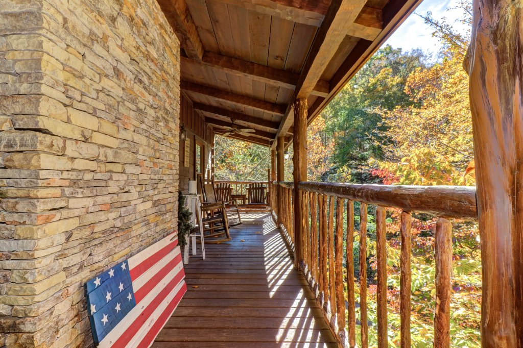 Photo of a Gatlinburg Cabin named Beartracks Bungalow - This is the third photo in the set.