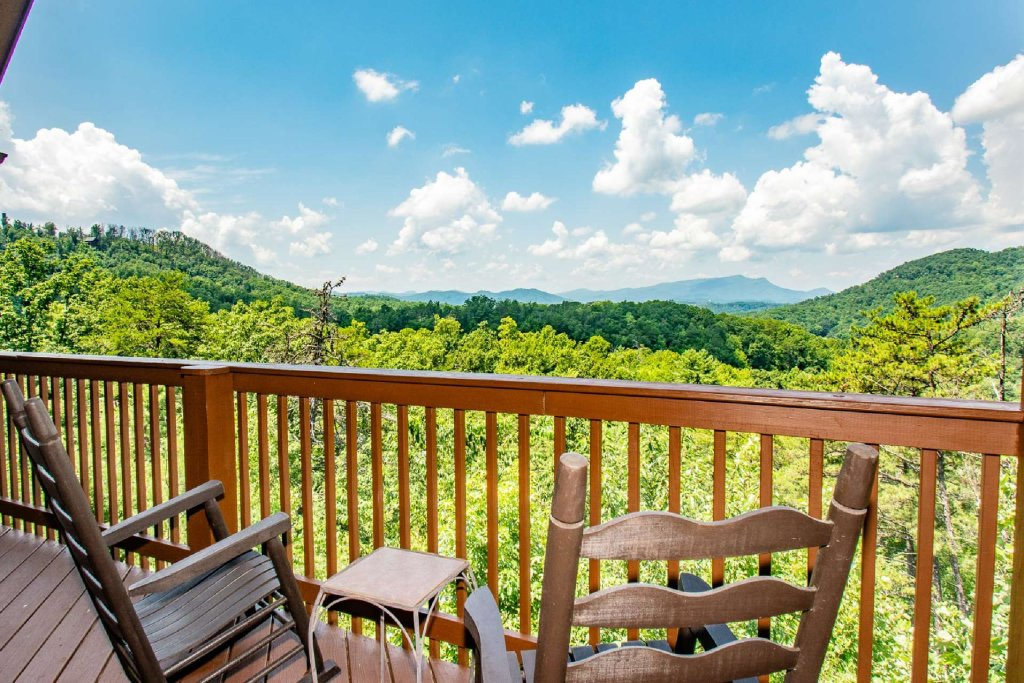 Photo of a Pigeon Forge Cabin named Falcons View - This is the seventeenth photo in the set.
