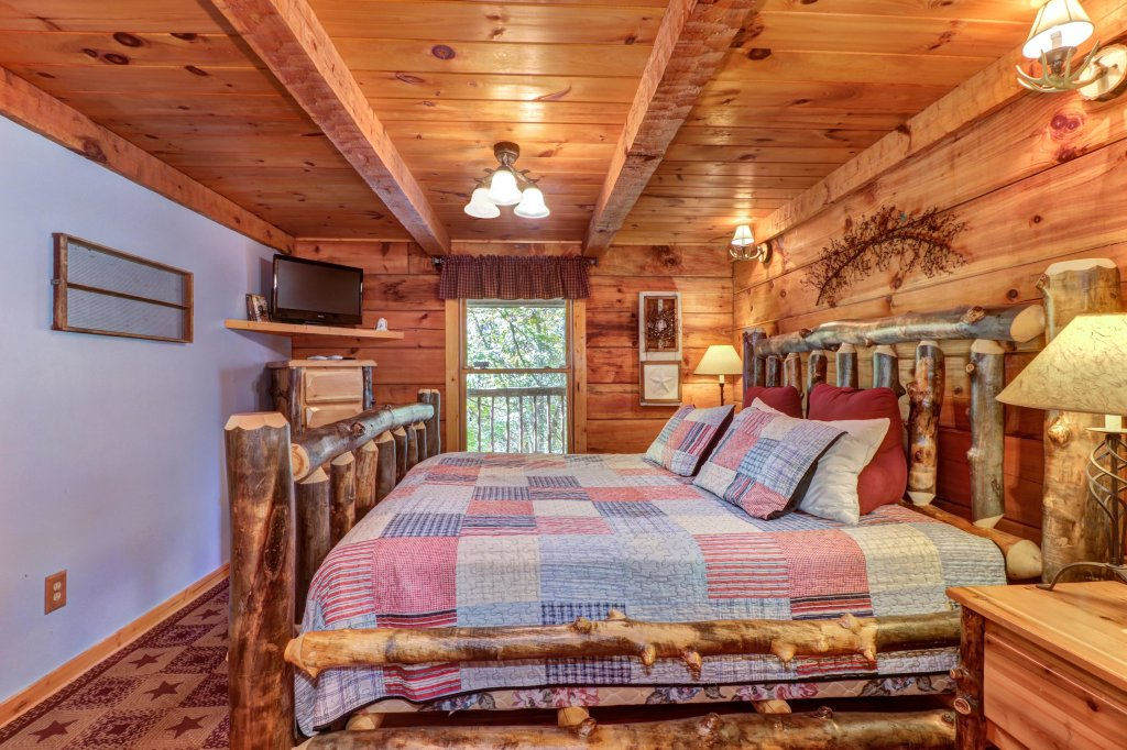 Photo of a Gatlinburg Cabin named Beartracks Bungalow - This is the twelfth photo in the set.