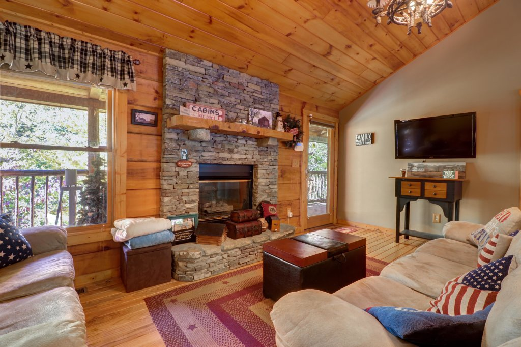 Photo of a Gatlinburg Cabin named Beartracks Bungalow - This is the fourth photo in the set.