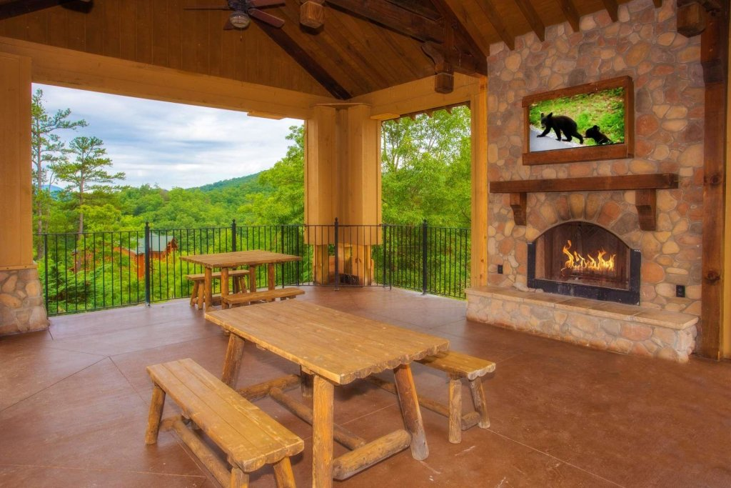Photo of a Pigeon Forge Cabin named View Of Paradise - This is the thirty-second photo in the set.