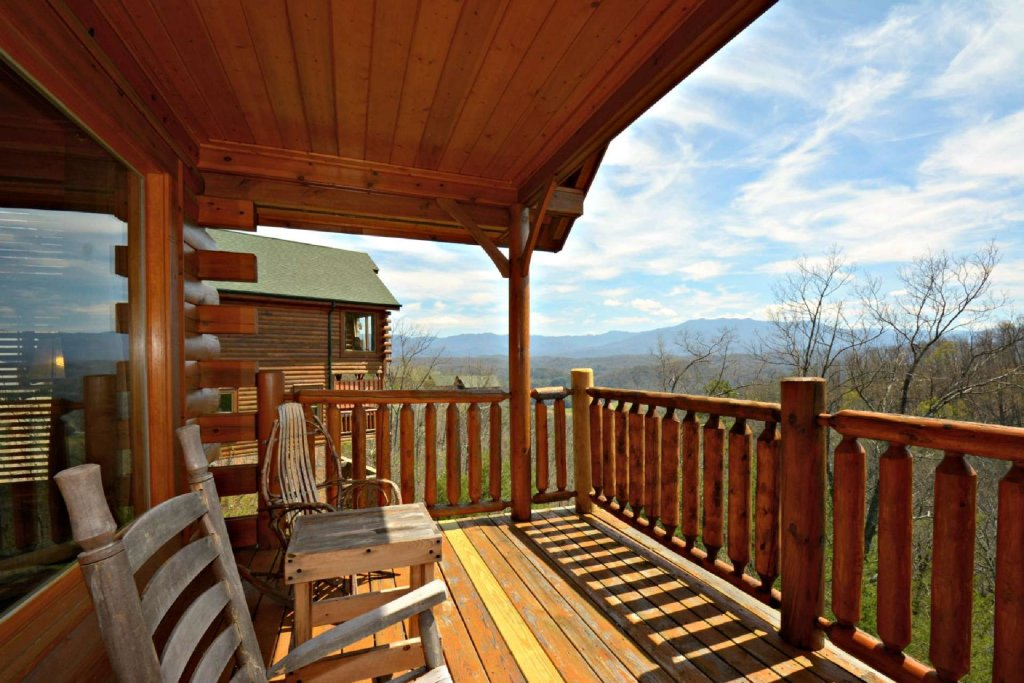 Photo of a Pigeon Forge Cabin named View Of Paradise - This is the third photo in the set.