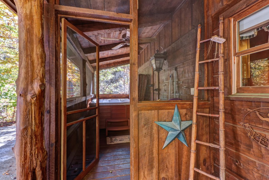Photo of a Gatlinburg Cabin named Beartracks Bungalow - This is the eighth photo in the set.