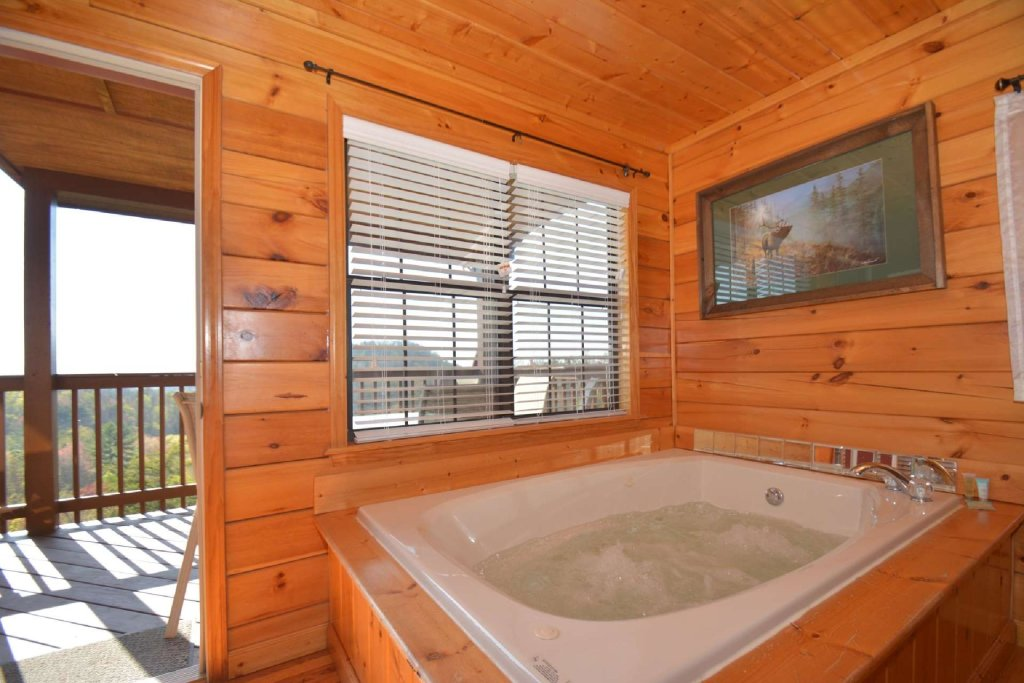 Photo of a Pigeon Forge Cabin named Falcons View - This is the sixth photo in the set.