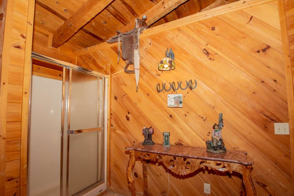 Photo of a Pigeon Forge Cabin named Lasting Impressions Lodge - This is the thirty-second photo in the set.
