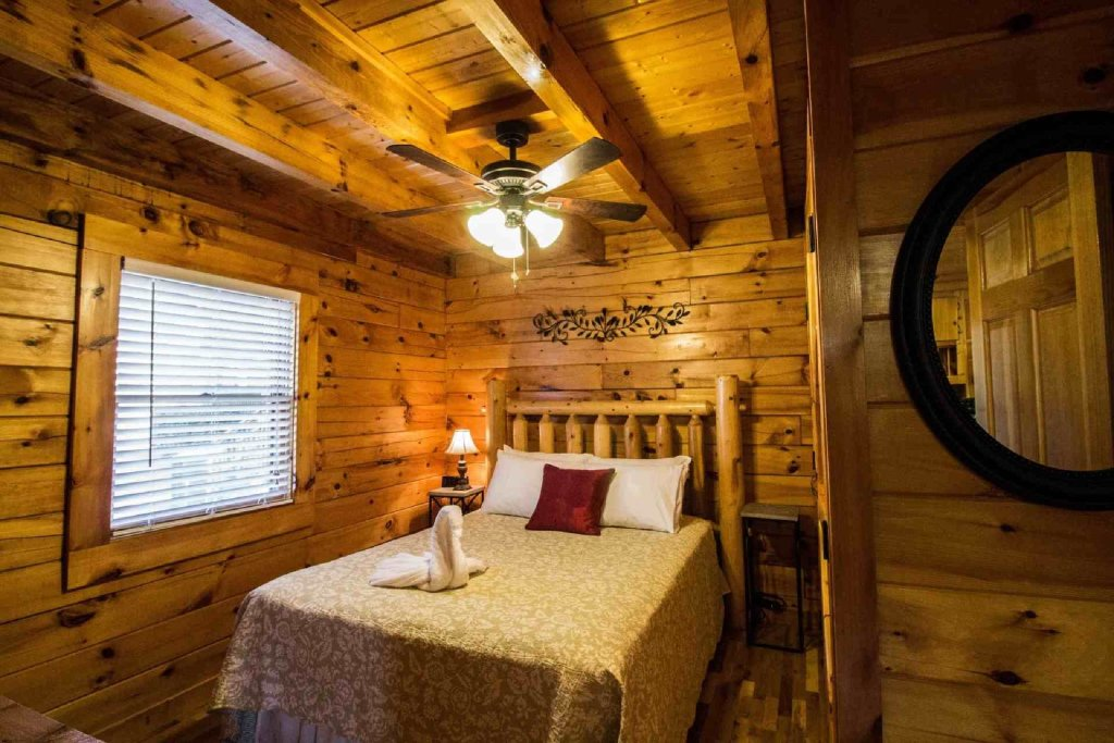 Photo of a Pigeon Forge Cabin named Kick Back Shack - This is the fourteenth photo in the set.