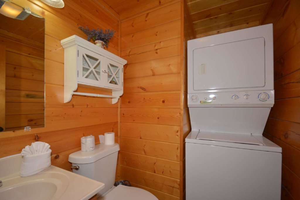 Photo of a Pigeon Forge Cabin named Falcons View - This is the fifteenth photo in the set.