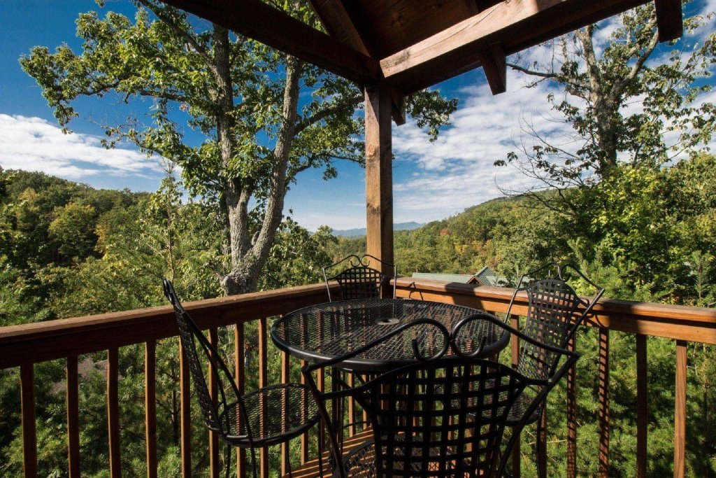 Photo of a Pigeon Forge Cabin named Kick Back Shack - This is the twenty-second photo in the set.