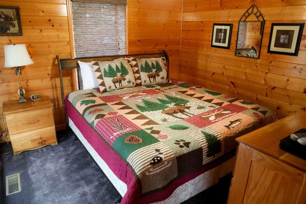 Photo of a Pigeon Forge Cabin named Falcons View - This is the thirty-fourth photo in the set.