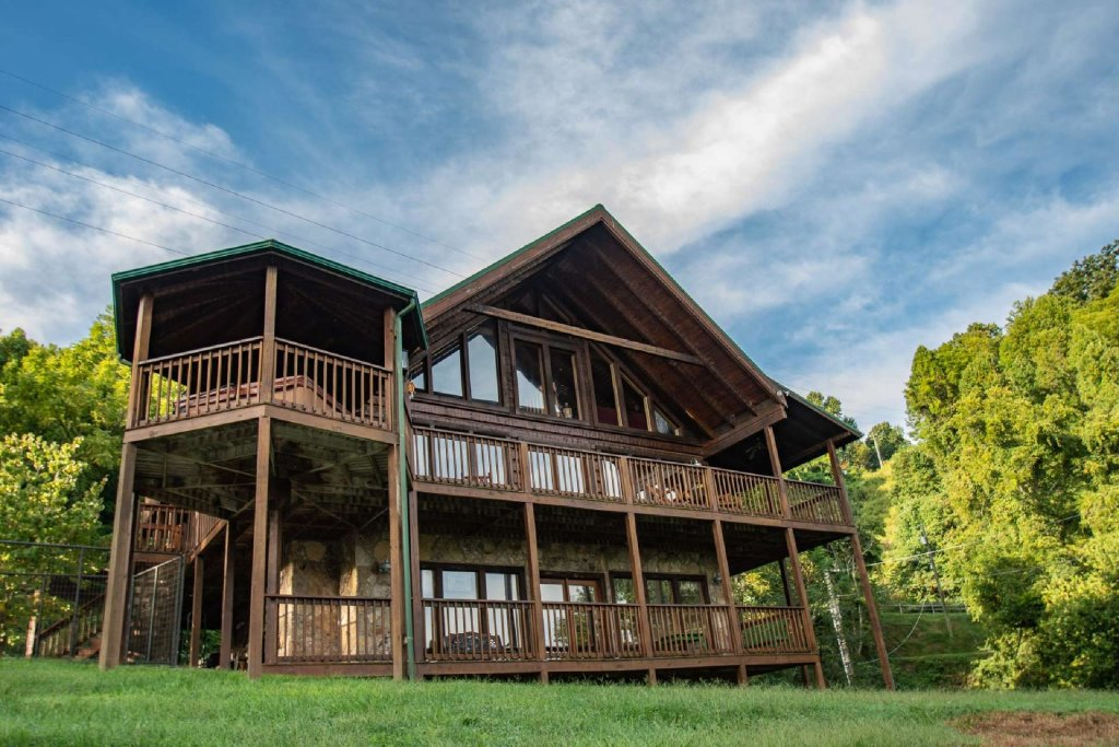 Photo of a Pigeon Forge Cabin named Lasting Impressions Lodge - This is the fifth photo in the set.
