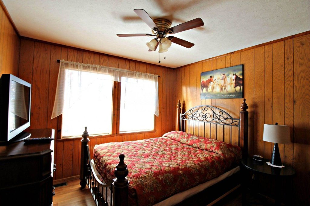 Photo of a Gatlinburg Cabin named Crestview Chalet #1 - This is the third photo in the set.