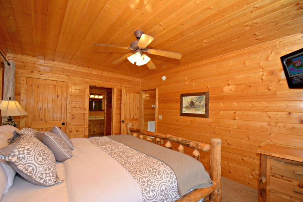 Photo of a Pigeon Forge Cabin named View Of Paradise - This is the seventeenth photo in the set.
