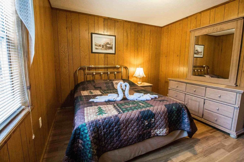 Photo of a Gatlinburg Cabin named Crestview Chalet #1 - This is the fourteenth photo in the set.