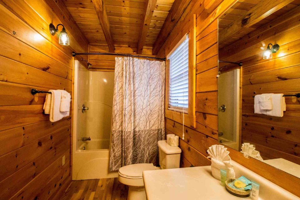 Photo of a Pigeon Forge Cabin named Kick Back Shack - This is the twelfth photo in the set.