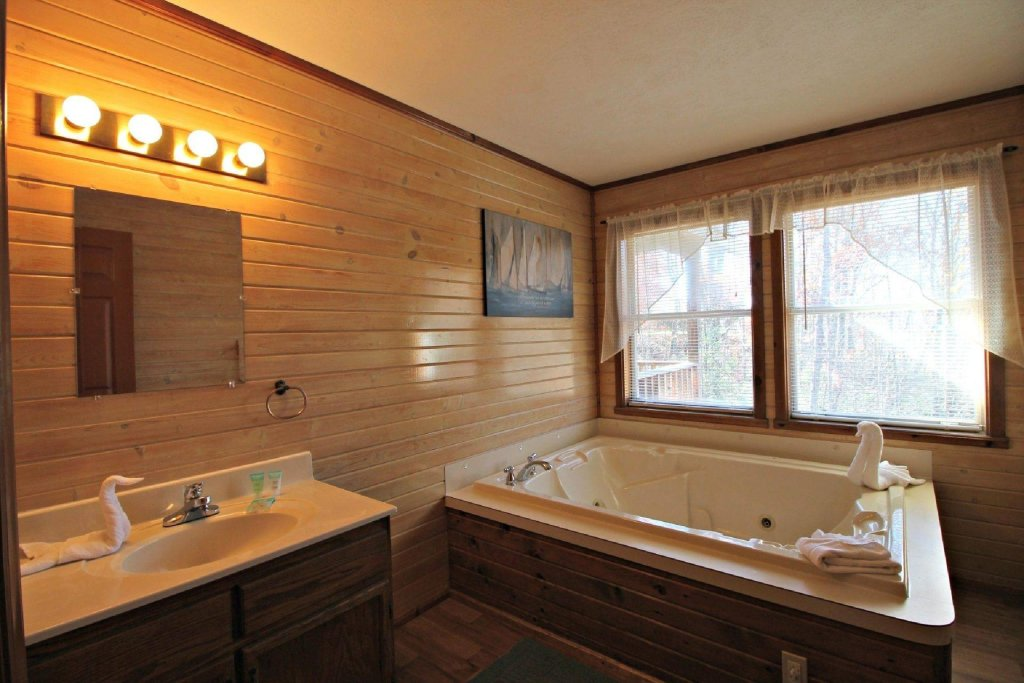 Photo of a Gatlinburg Cabin named Crestview Chalet #1 - This is the twelfth photo in the set.