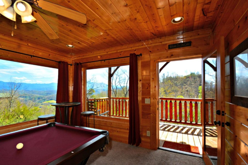 Photo of a Pigeon Forge Cabin named View Of Paradise - This is the fourth photo in the set.