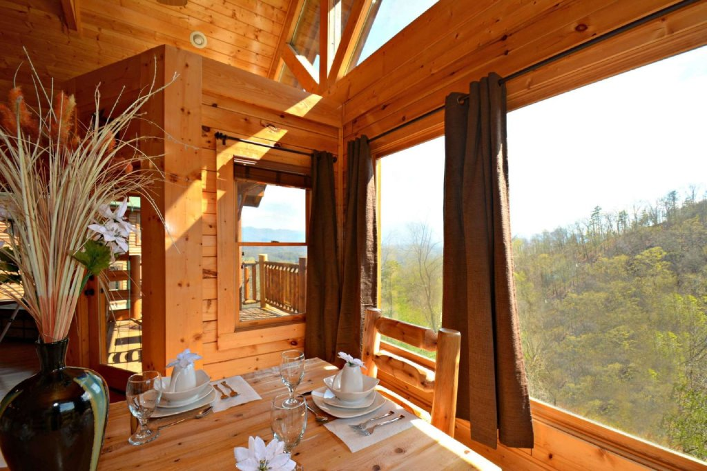 Photo of a Pigeon Forge Cabin named View Of Paradise - This is the second photo in the set.
