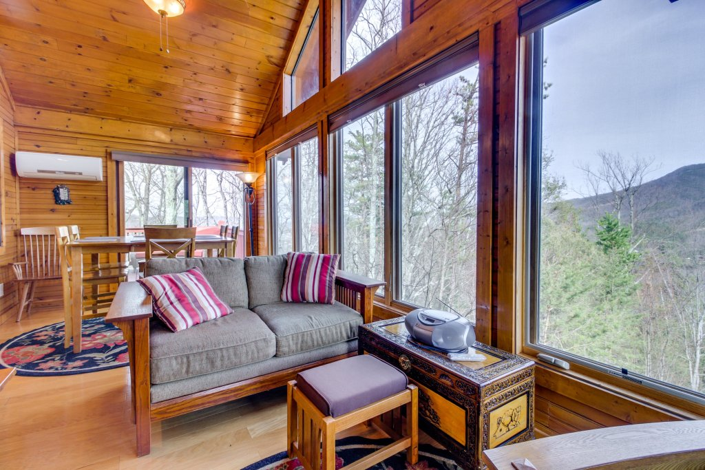 Photo of a Sevierville Cabin named Arthur's Retreat Cabin - This is the sixth photo in the set.