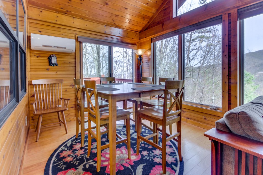 Photo of a Sevierville Cabin named Arthur's Retreat Cabin - This is the seventh photo in the set.