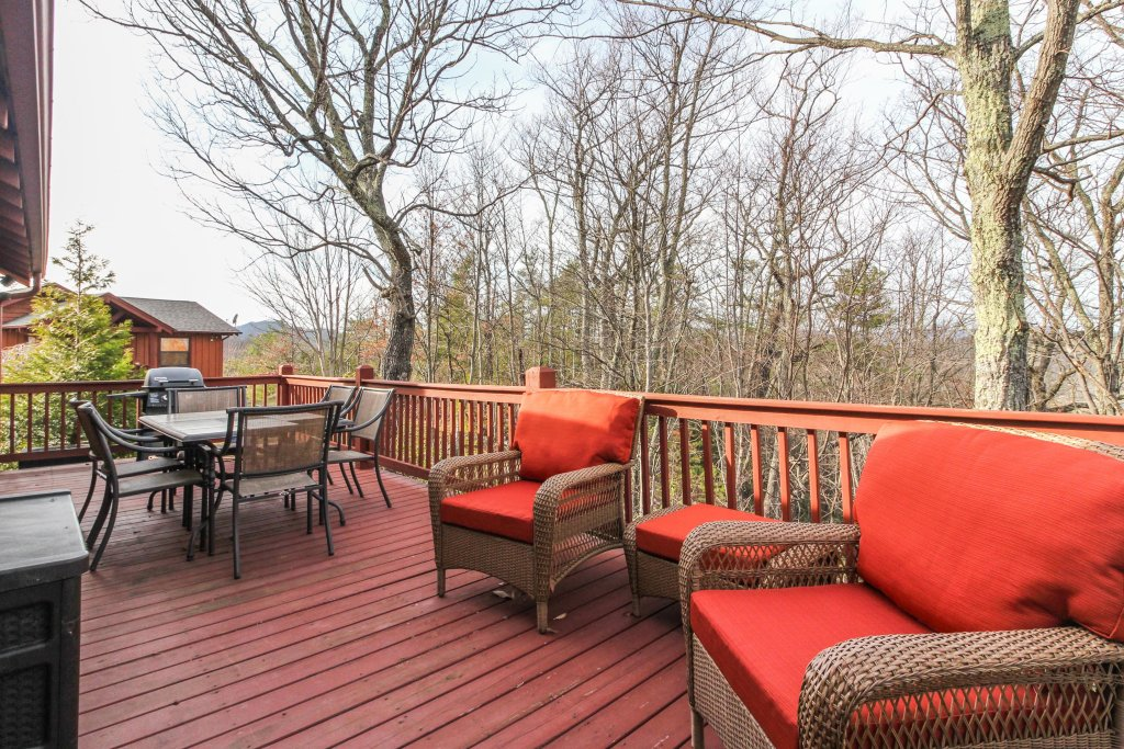 Photo of a Sevierville Cabin named Arthur's Retreat Cabin - This is the fifth photo in the set.