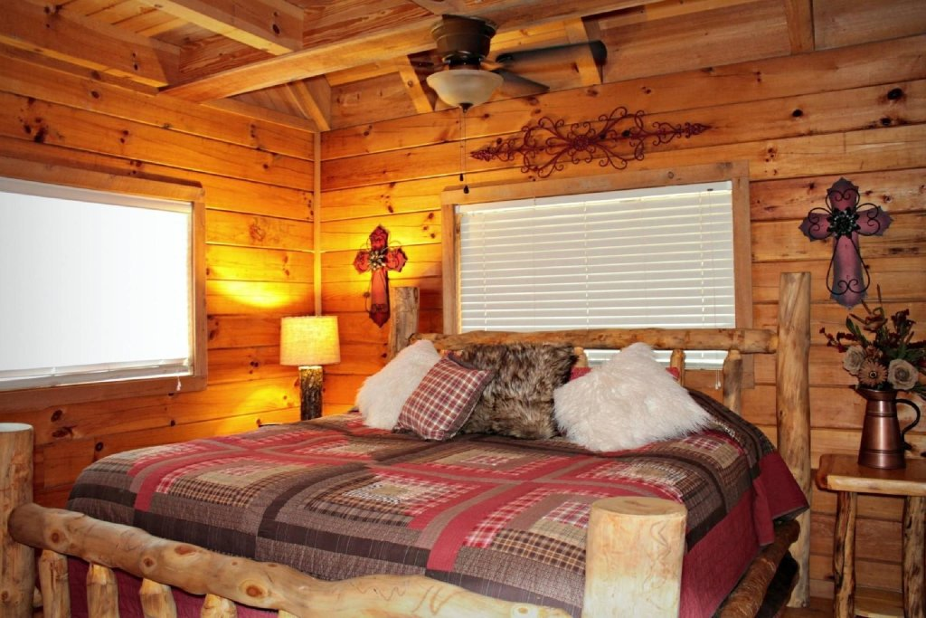 Photo of a Sevierville Cabin named Townsend Cabin #6  Mountain Star - This is the thirteenth photo in the set.