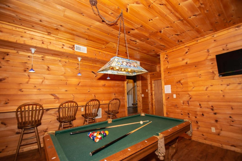 Photo of a Gatlinburg Cabin named Firefly Chalet - This is the eighth photo in the set.
