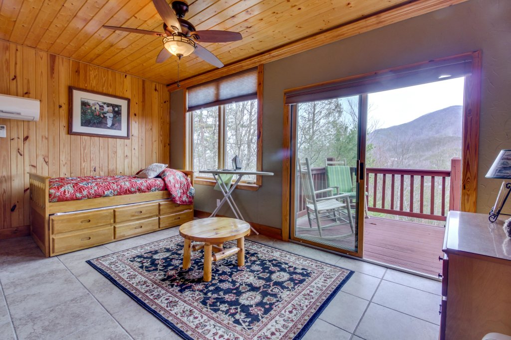 Photo of a Sevierville Cabin named Arthur's Retreat Cabin - This is the twenty-second photo in the set.