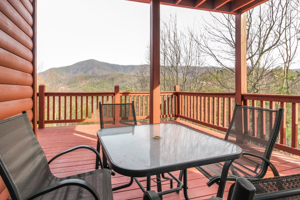 Photo of a Sevierville Cabin named Arthur's Retreat Cabin - This is the twenty-seventh photo in the set.