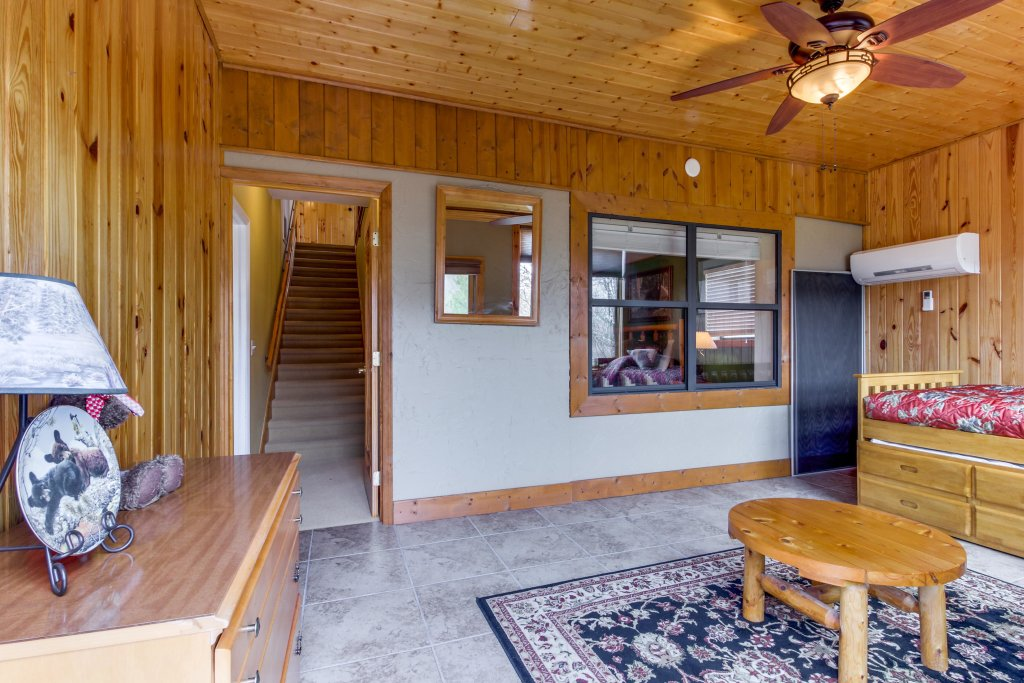 Photo of a Sevierville Cabin named Arthur's Retreat Cabin - This is the forty-second photo in the set.