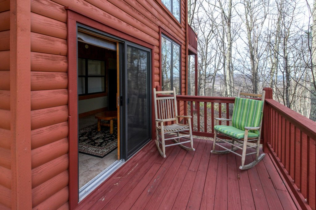 Photo of a Sevierville Cabin named Arthur's Retreat Cabin - This is the twenty-fifth photo in the set.