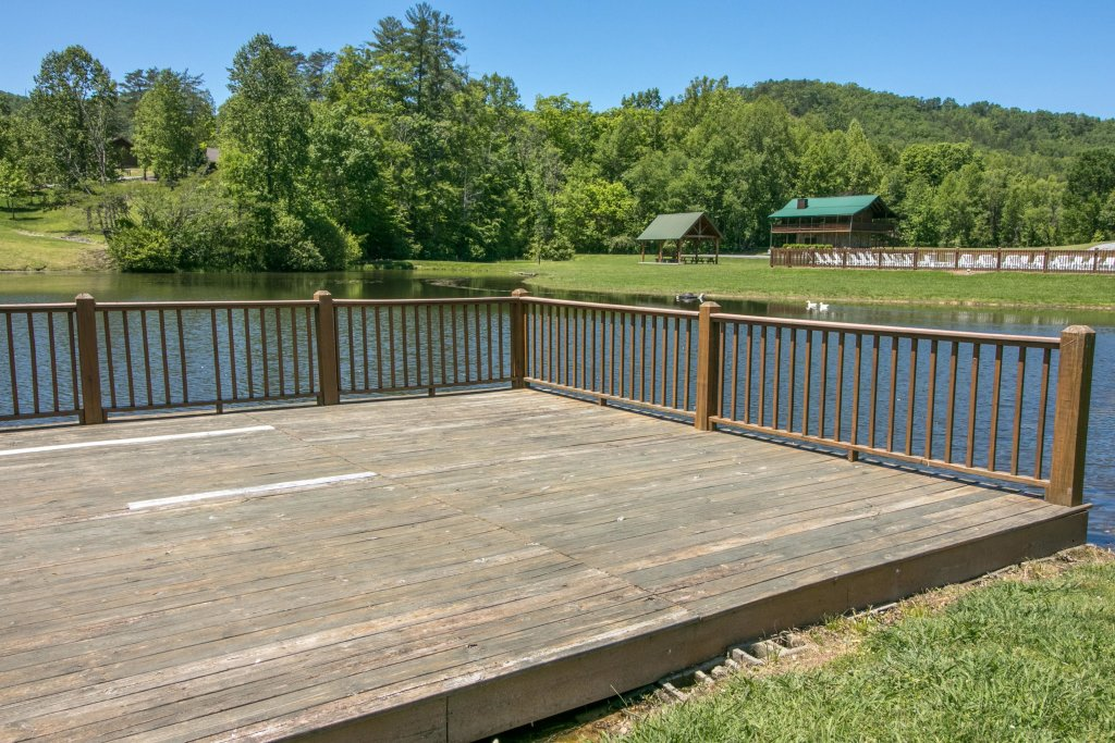 Photo of a Sevierville Cabin named Arthur's Retreat Cabin - This is the twenty-first photo in the set.
