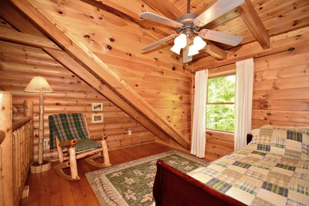 Photo of a Pigeon Forge Cabin named Haley's Hideaway Homestead - This is the eleventh photo in the set.