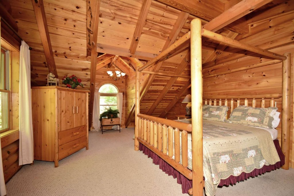 Photo of a Pigeon Forge Cabin named Haley's Hideaway Homestead - This is the third photo in the set.