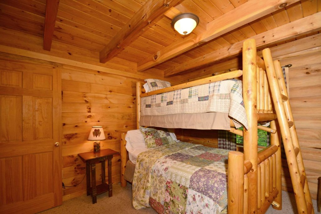 Photo of a Pigeon Forge Cabin named Haley's Hideaway Homestead - This is the sixteenth photo in the set.