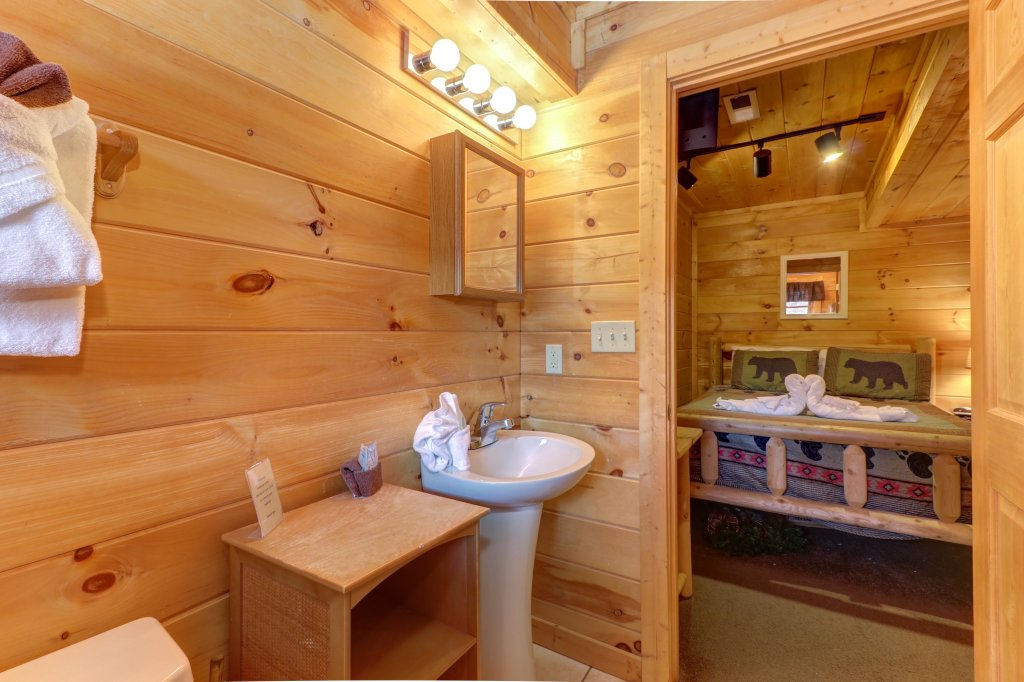 Photo of a Pigeon Forge Cabin named Thunder Bear Hideaway - This is the thirty-fifth photo in the set.