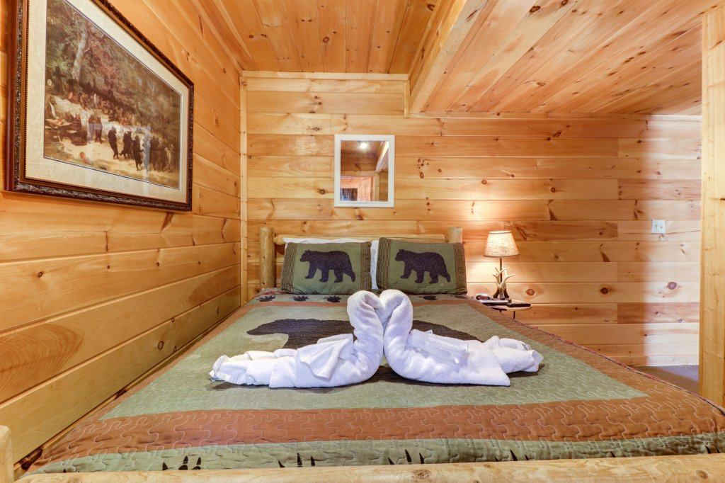 Photo of a Pigeon Forge Cabin named Thunder Bear Hideaway - This is the thirty-first photo in the set.