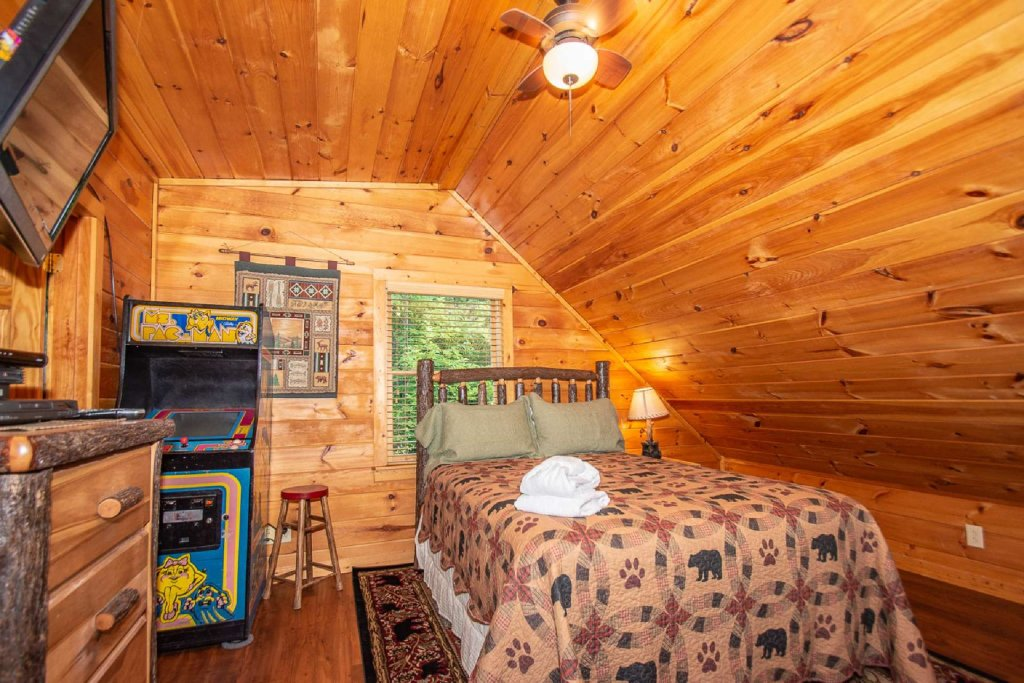 Photo of a Gatlinburg Cabin named Too Cozy - This is the fifteenth photo in the set.