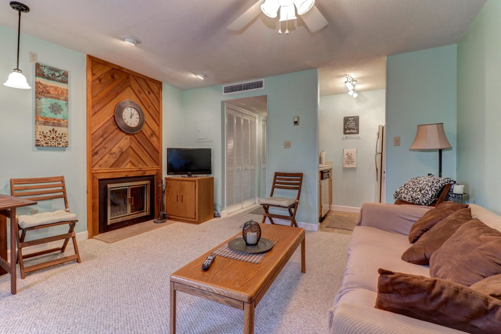 Photo of a Gatlinburg Cabin named Summit Studio - This is the second photo in the set.