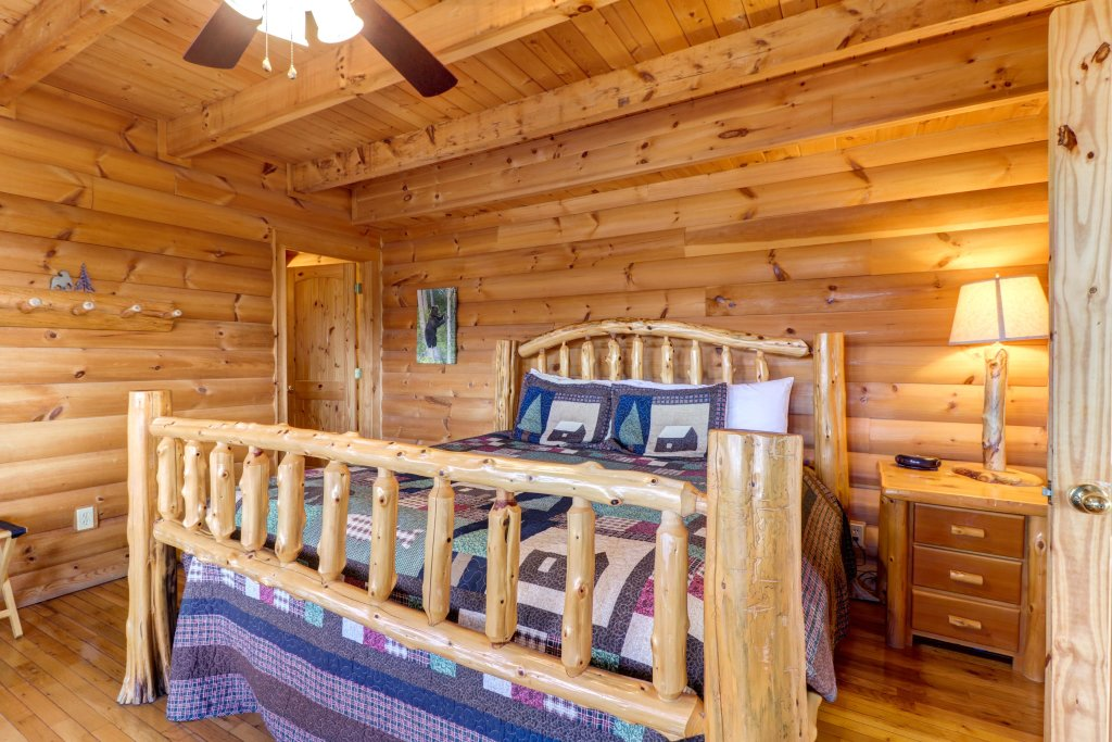 Photo of a Pigeon Forge Cabin named Kodiak #45 - This is the thirteenth photo in the set.