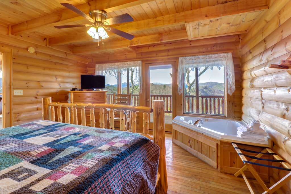 Photo of a Pigeon Forge Cabin named Kodiak #45 - This is the sixteenth photo in the set.