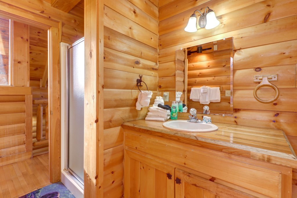 Photo of a Pigeon Forge Cabin named Kodiak #45 - This is the twentieth photo in the set.