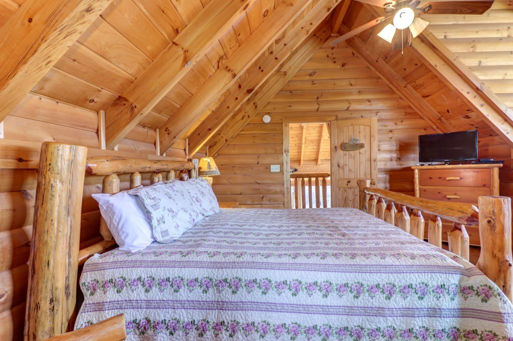 Photo of a Pigeon Forge Cabin named Kodiak #45 - This is the fifth photo in the set.