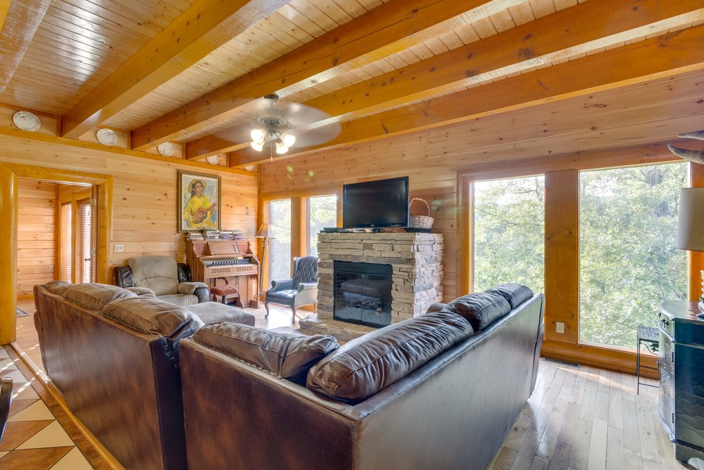 Photo of a Pigeon Forge Cabin named Bit O'honey - This is the second photo in the set.