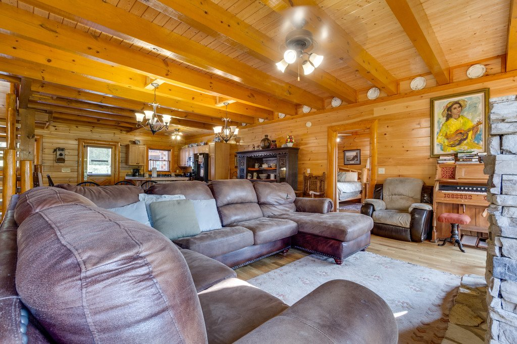 Photo of a Pigeon Forge Cabin named Bit O'honey - This is the fourth photo in the set.