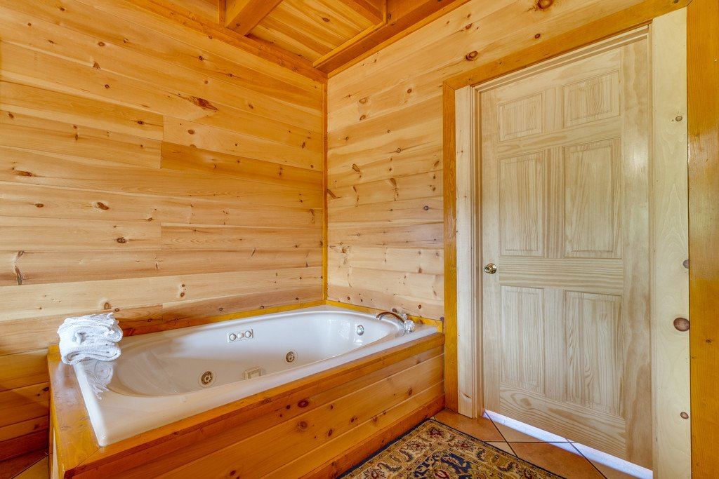 Photo of a Pigeon Forge Cabin named Bit O'honey - This is the sixteenth photo in the set.