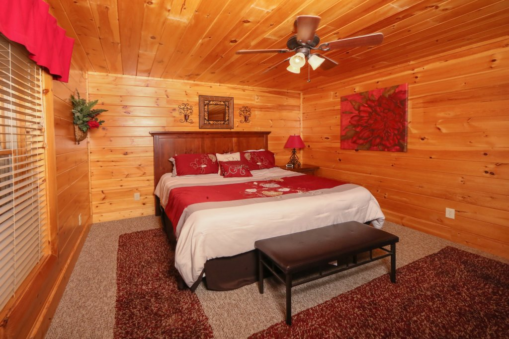 Photo of a Pigeon Forge Cabin named Better View - This is the twenty-fourth photo in the set.