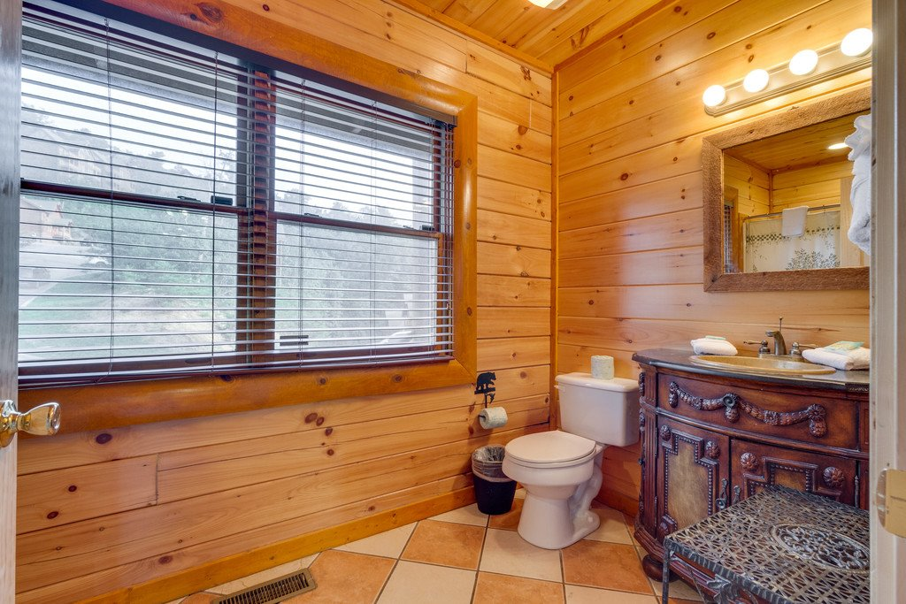 Photo of a Pigeon Forge Cabin named Bit O'honey - This is the twenty-fourth photo in the set.