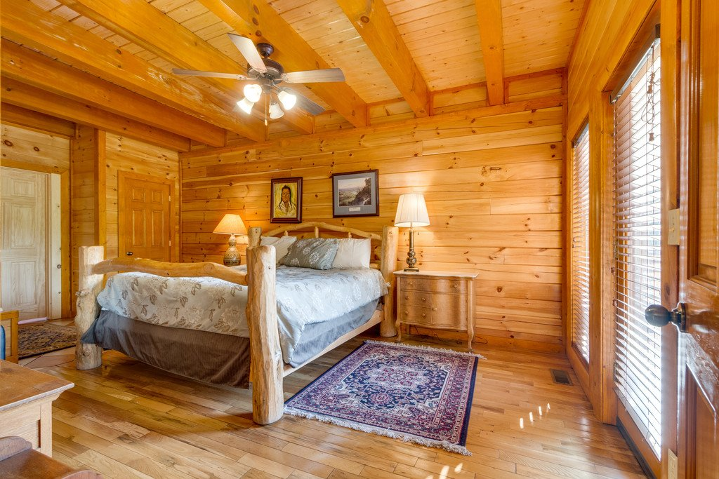 Photo of a Pigeon Forge Cabin named Bit O'honey - This is the fourteenth photo in the set.