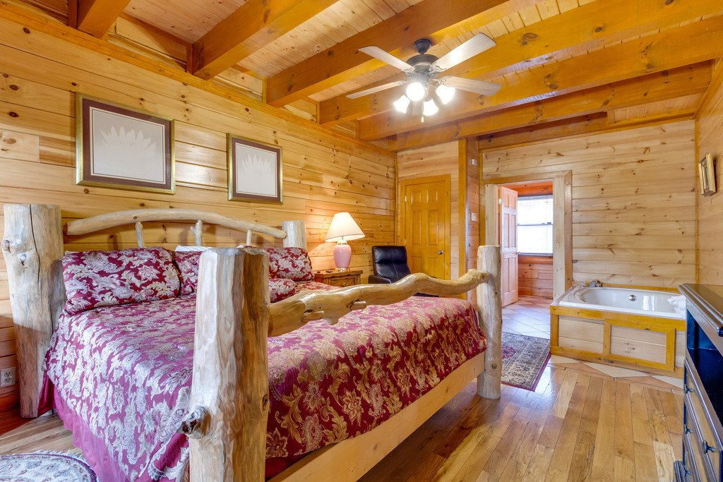 Photo of a Pigeon Forge Cabin named Bit O'honey - This is the twenty-second photo in the set.